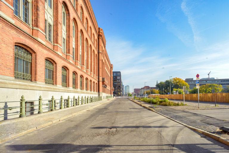 Gustav-Böß-Straße, Rotes Rathaus